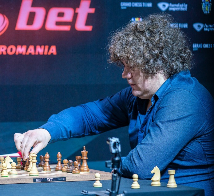 Superbet Rapid & Blitz: Korobov takes the lead