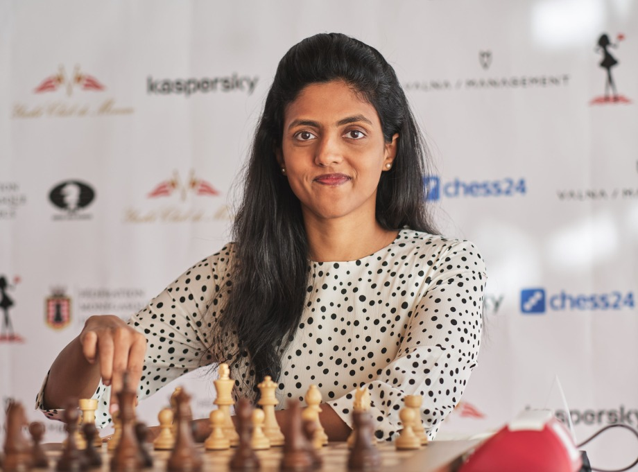 Goryachkina and Dronavalli join Koneru in the lead
