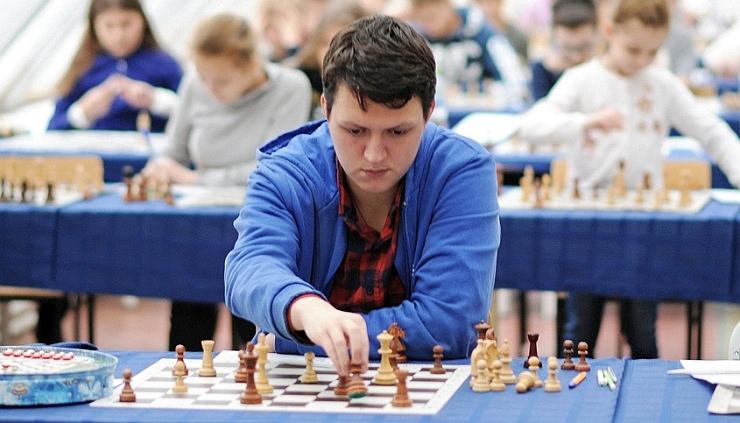 Danila Pavlov wins online problem-solving contest