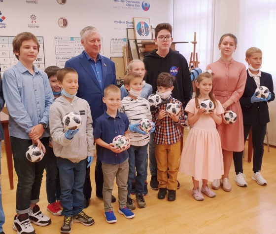 FIDE and Anatoly Karpov give masterclass to young players on International Chess Day