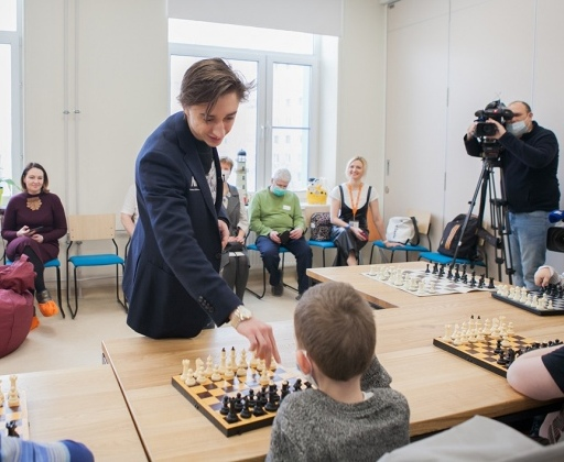 Daniil Dubov gives masterclass at Lighthouse Children's Hospice
