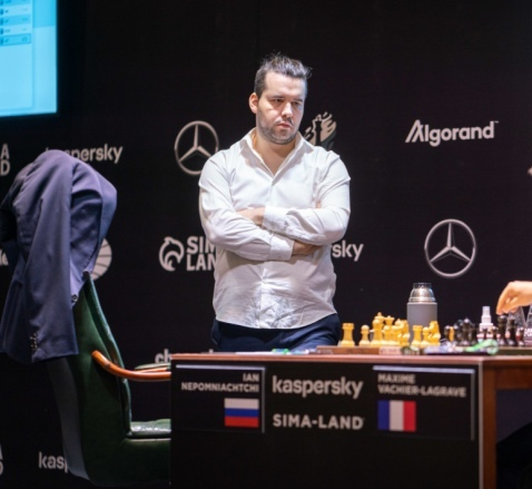 Nepomniachtchi wins Candidates Tournament with a round to spare